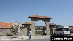 Pamje nga Graçanica përkatësisht hyrja në Manastir (Foto nga arkivi).