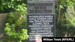 Piatră memorială dedicată atentatorilor