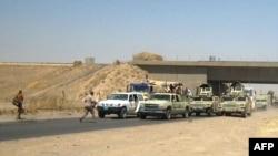 عسكريون بملابس مدنية يغادرون أطراف كركوك - 11 حزيران 2014