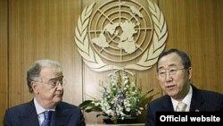 """Ban Ki-moon, secretarul general ONU la cermonia de semnare a documentului """"Apelul pentru oprirea tuberculozei""""."""