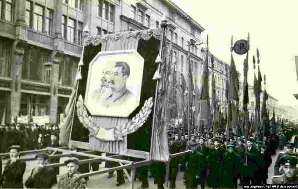 Демонстрация 7 ноября 1949 года