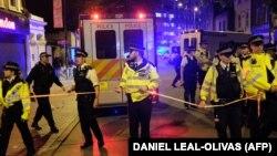 Лондон көшесіндегі полиция қызметкерлері. 19 маусым 2017 жыл. (Көрнекі сурет.)