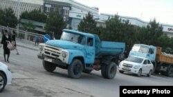 Rishton tumani markazida asfalt qilish uchun yopilgan ko'cha