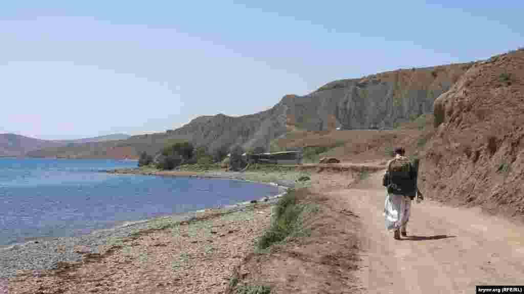 На пути от Курортного до Лисьей бухты людей мало: корреспонденту Крым.Реалии удалось встретить около 5 человек на этой тропе