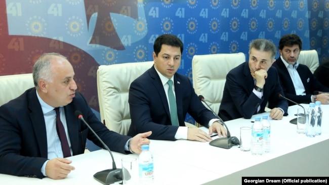 Бидзина Иванишвили (второй справа) на заседании парламентского большинства «Грузинской мечты», 13 ноября 2019 года