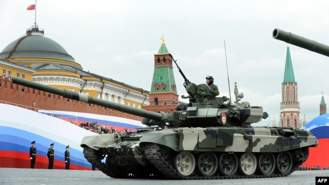Russia -- A T-90 tank drives through the Red Square during a Victory Day parade rehearsal in Moscow, 06May2010