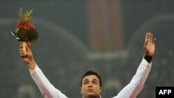 احسان حدادی که در بازی های آسيايی دوحه نيز طلا گرفته بود، با شکستن رکورد بازی های آسيايی، روی سکوی قهرمانی ايستاد.