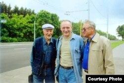 З Рыгорам Барадуліным і Генадзем Бураўкіным. Фота С. Шапрана