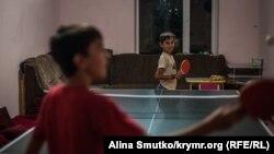 Said ve Mamut (9 yaşında) Bağçasarayda evde masa tennisi oynaylar