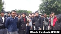 MIgranti u prostorijama nekadašnje firme Krajinametal u blizini Bihaća