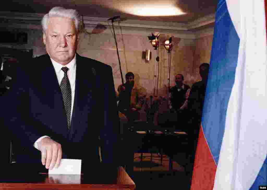 Boris Yeltsin casts his ballot in a run-off presidential election on July 3, 1996 (TASS) - Russia – 1996 presidential elections – President Boris Yeltsin casts his ballot, village of Barvikha near Moscow, 03Jul1996. Source: ITAR-TASS.