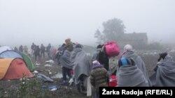 Kolona izbeglica kod Berkasova, na srpsko-hrvatskoj granici