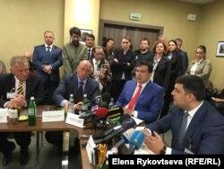 Генеральный директор Интерхима Анатолий Редер (первый слева) проводит переговоры с премьером и губернатором