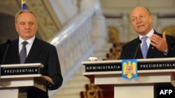Romanian President Traian Basescu (right) and his Moldovan counterpart Nicolae Timofti give a press conference in Bucharest on May 3.