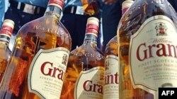 دادگاهی در ایران پسر ۲۲ ساله ای به نام «محسن» را به جرم نوشيدن مشروبات الکلی يا «شرب خمر» به اعدام محکوم کرده است. (عکس تزيينی است)