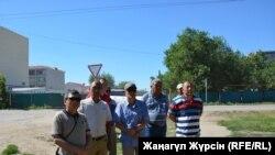 Актөбөдөгү мунай казган кытайлык компаниянын жумушчуларынын эмгек акыны көтөрүүнү талап кылган митинги. 27-июнь. 2017-жыл.