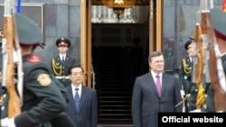 Президент Украины Виктор Янукович и председатель КНР Ху Цзиньтао, Киев, 20 июня 2011