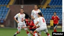Эпизод матча молодежных сборных Армении и Черногории, Ереван, 7 июня, 2011 г.