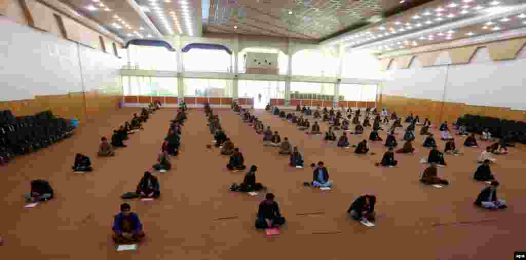 Afghan men take in an exam to join the Afghan National Army in Herat. (epa/Jalil Rezayee)