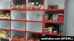 «Нехватка товаров и твёрдой валюты привела к тому, что товары и услуги для иностранцев в Ашхабаде стали в несколько раз дороже», отметил представитель ECA International.