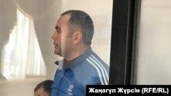 Подсудимый по делу о смертоносном пожаре в автобусе в Актюбинской области Максат Пернебеков выступает в суде. Актобе, 1 ноября 2018 года.