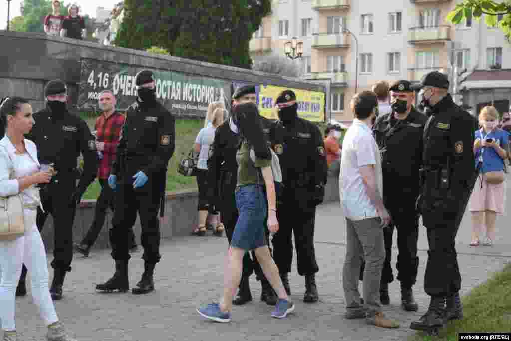 Представники поліції та активісти у Гродні