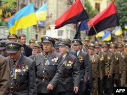 Ветерани УПА участь у церемонії, щоб віддати шану Степану Бандері у Львові, 24 травня 2010 року