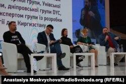 Дмитро Шерембей (ліворуч) брав участь у подіях форуму, ділився досвідом фонду «100% життя»