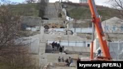 Работы на Большой Митридатской лестнице в Керчи, конец мая 2020 года