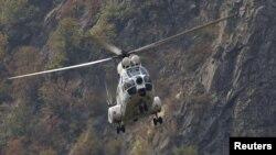 Helikopteri i EULEKS-it fluturon mbi kufirin Kosovë – Serbi, në shtator të vitit 2011