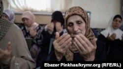 Маці і жонкі моляцца за зьняволеных сыноў і мужоў