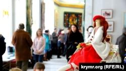 В Крыму открылась студенческая выставка искусства