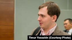 Шараны ұйымдастырушылардың бірі Павел Коктышев. Алматы, 20 қараша 2013 жыл.