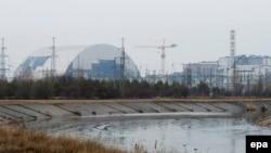 Возведение нового саркофага над четвертым реактором Чернобыльской АЭС, Украина.
