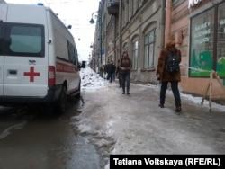 Лед и снег на улицах в центре Санкт-Петербурга