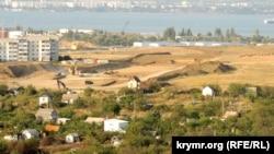 Дачі в районі зупинки «Госпіталь» у Керчі, через які пройде дорога до споруджуваного Кримського мосту