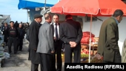 İcra məmurları bazarda