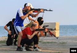 Тренировка украинских добровольцев. Мариуполь, июль 2015 года
