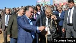Президент Таджикистана Эмомали Рахмон (на переднем плане слева). 25 февраля 2016 года.
