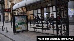 Что может быть прозаичнее сегодняшней автобусной остановки, которая имеет чисто функциональное значение?