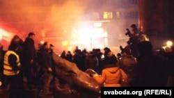 Повалений і розбитий пам'ятник Леніну