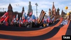 Участники митинга-концерта в Москве 18 марта 2016 года