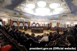 Президент Петро Порошенко на церемонії приведення до присяги суддів Верховного суду України, 7 травня 2019 року