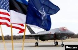 Американский штурмовик F-35 на военной базе Амари в Эстонии