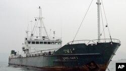 Корабль, прибывший из Северной Кореи в Гонконг, архивное фото