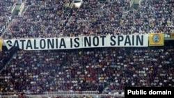 """""""Katalonia nuk është Spanjë"""", poster në një ndeshje sportive, foto nga arkivi"""