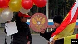 Доминирующими в работах Ушанга Козаева являются цвета осетинского национального флага
