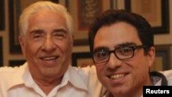 سیامک نمازی و پدرش باقر نمازی در یک عکس خانوادگی