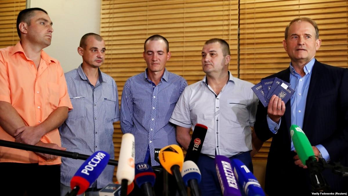 Освобождения 4 украинских пленников: акт гуманизма или пиар-акция Медведчука?