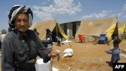 ديده بان حقوق بشر كه مقر آن در نيويورك است مى گويد كه حملات ايران به حزب حيات آزاد كردستان (پژاك) در اواخر ماه مه شدت يافت و باعث آواره شدن بيش از ۵۰۰ خانواده كرد عراق شده است.